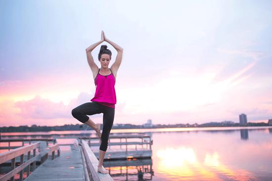 5 động tác Yoga giảm sạch mỡ vùng eo bụng